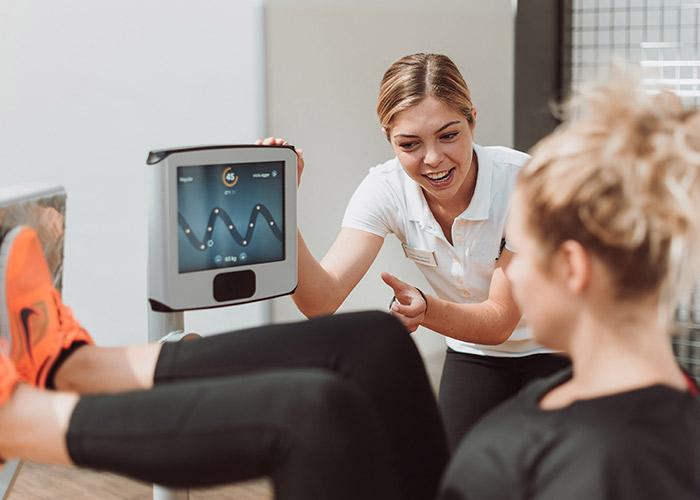 Im eGym Fitnesszirkel die Muskulatur stärken