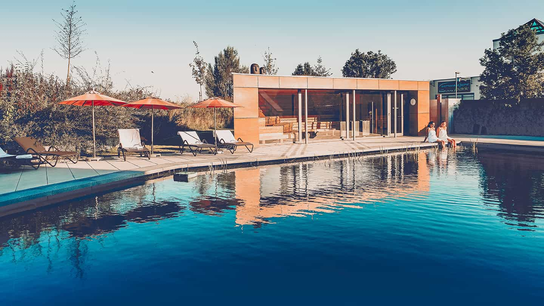 Schwimmteich im Sauna & Wellnessbereich VERSO Denzlingen
