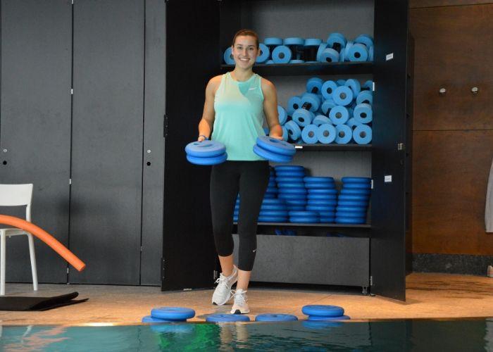 Trainerin Lena aus dem VERSO beim Aqua Kurs