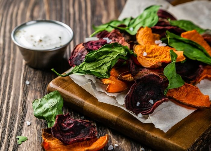 Snack Gemüsechips mit Quark gegen Heißhunger